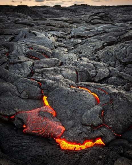 地質学者が活火山から溶岩サンプルを収集する方法 ((((;゚Д゚))))