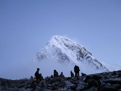 エベレストと登山者達