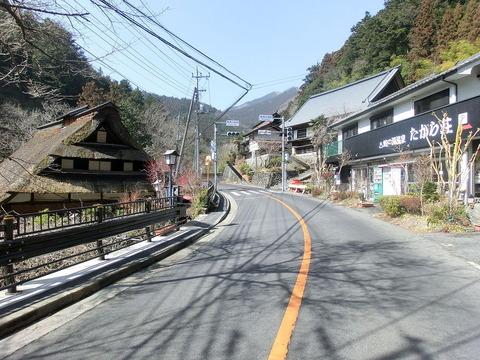 【東京】崖から車転落 運転男性をクマが...? ふんから、衣服の一部 檜原村
