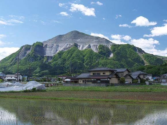 埼玉県にある武甲山を北から望む。