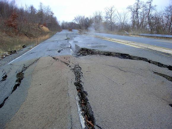 坑内火災の影響で通行不能となったペンシルベニア州道61号