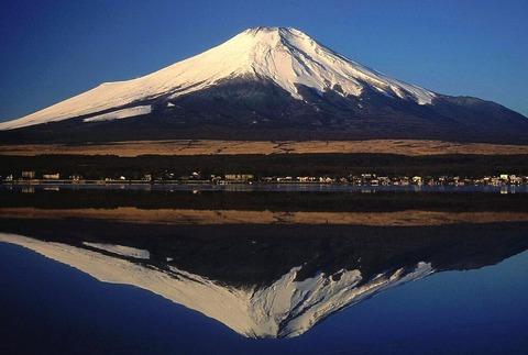 山中湖に写る逆さ富士 (1)