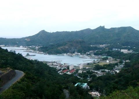 父島・旭山から奥村地区を望む