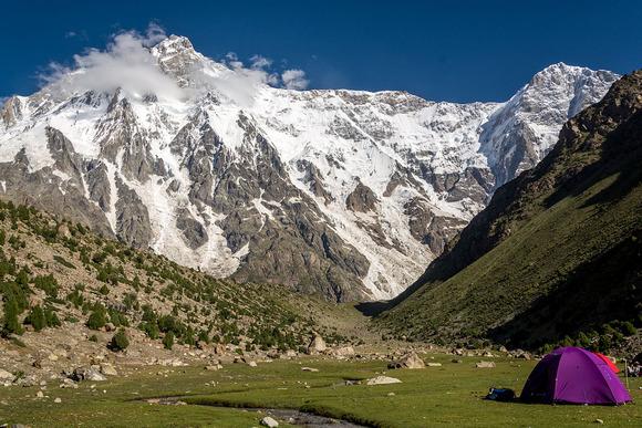ルパール壁ベースキャンプからの眺め