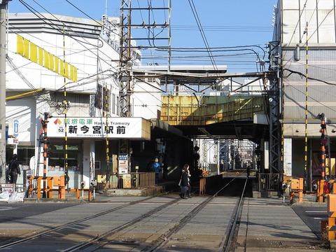 1024px-Shin-imamiya-ekimae_Station_(02)_IMG_8300_R_20141221