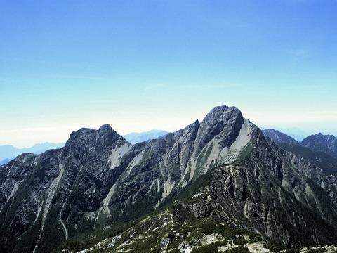 玉山東峰(左・3,869m)と玉山主峰(右・3,952m)