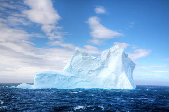 沖縄よりもデカイ氷山が南大西洋を漂流中。12月にサウスジョージア島に激突し島が沈没。これが温暖化