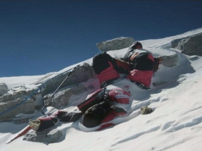 エベレストで「山のように蓄積された人間 ...