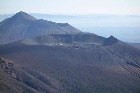 【火山】霧島連山の新燃岳が22日9時9分ごろ爆発的噴火。噴煙1700メートル立ち上る。