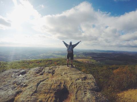 喜ぶ登山者