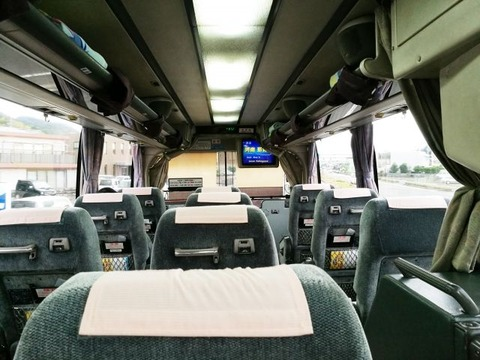 3列シートの高速バス