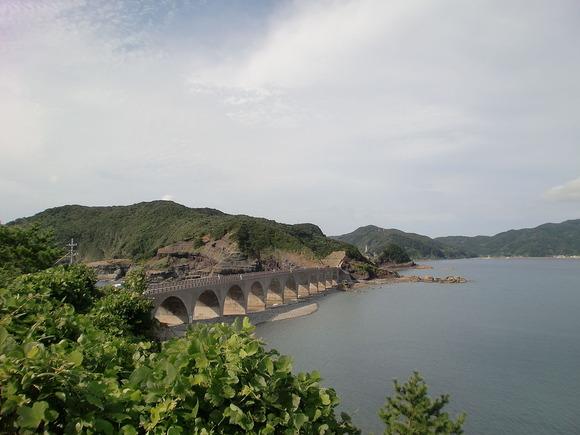 平良島と中甑島を結ぶ鹿の子大橋