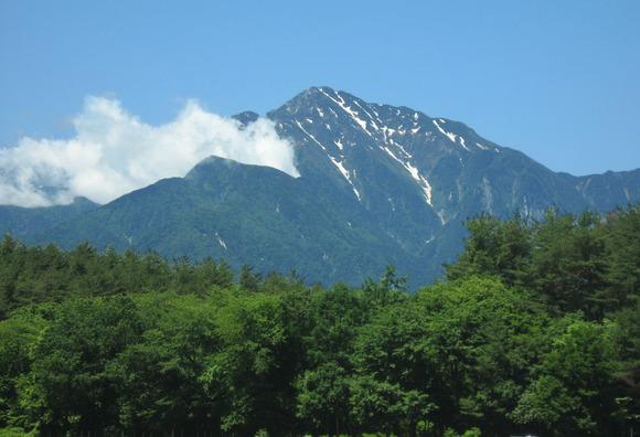 北杜市より望む甲斐駒ヶ岳