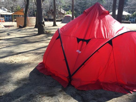 キャンプ場と赤いテント