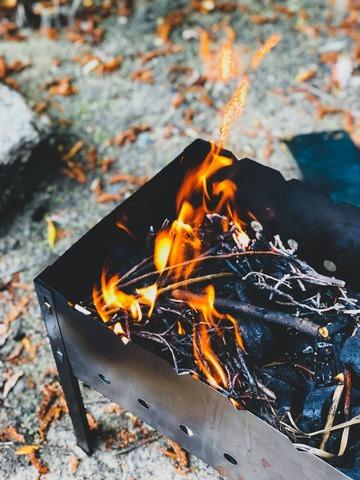 焚火台で焚き火