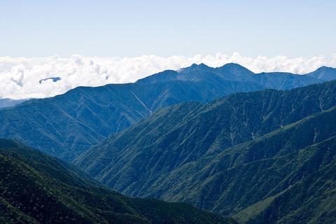 塩見岳から望む笊ヶ岳