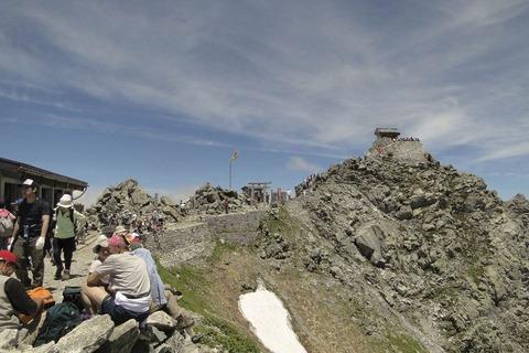 雄山神社と登山者