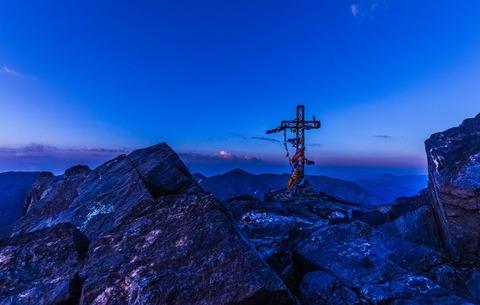 夜明けの山頂
