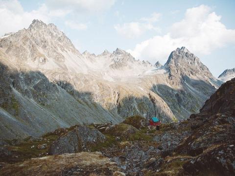登山者と小屋