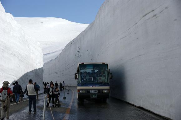 1280px-080504_Tateyama_otani-road_Tateyama_Japan02s3
