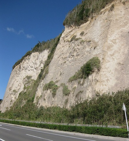 800px-Shirasu_Cliff