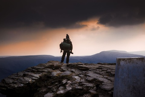 登山者の後ろ姿