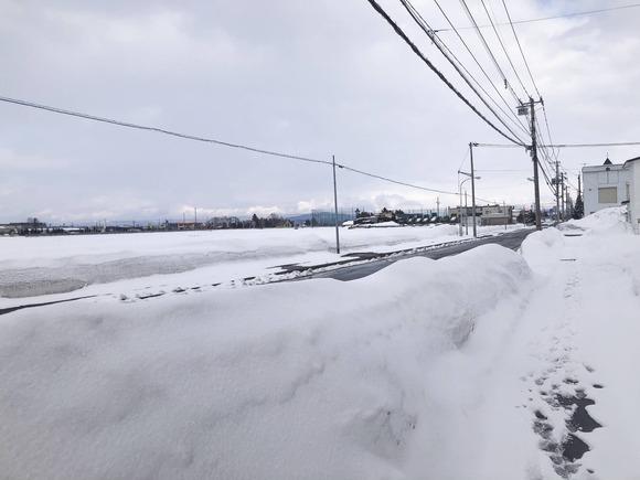 残雪の道路