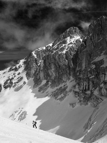 登山者のシルエット