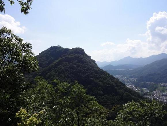 岩殿山を望む