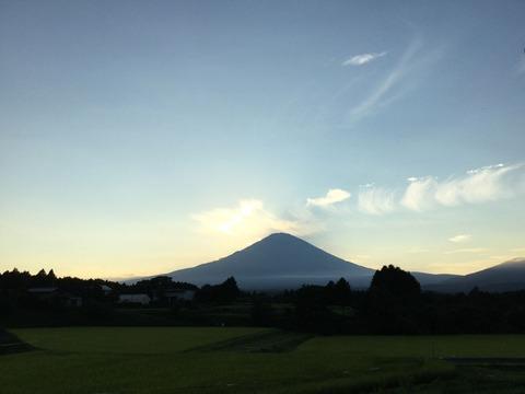 【/^o^\フッジッサーン】ヤマノススメ3期始まったから富士山頂でゆるキャンするわ