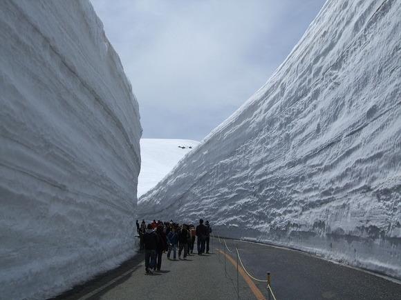 富山県立山町、立山有料道路・雪の大谷
