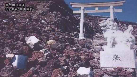 富士山 登山道の石積み崩落