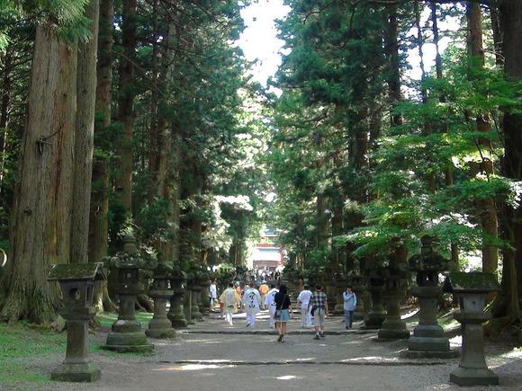 北口本宮富士浅間神社の参道を行く富士講の講員たち