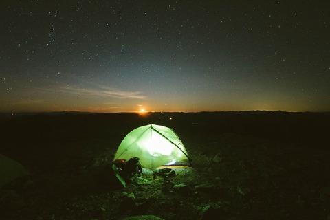 夕暮れのテント