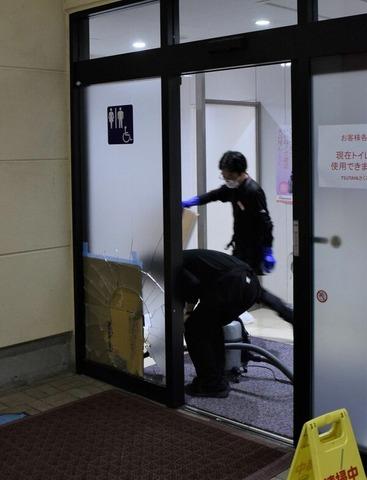 割れたドア