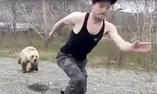 クマに追いかけられる人