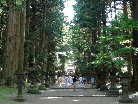 北口本宮富士浅間神社の参道を行く富士講の講員たち (1)