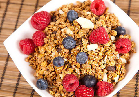 granola-with-fruit