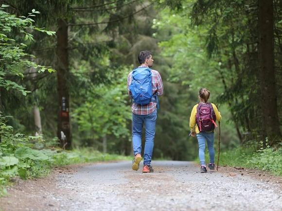 親子でハイキング (1)