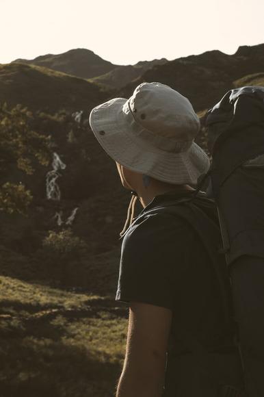 山頂付近にて遭難、スマホ電波なし、お前らどうする?