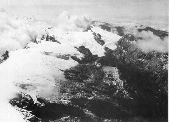 1936年の氷冠。1972年の画像も参照のこと。