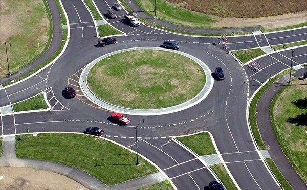 アバウト ラウンド 環状交差点(ラウンドアバウト)の導入について|平成27年交通安全白書(概要)