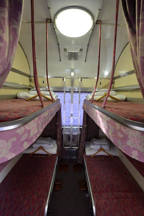 ③ホステル(利用する実車パーツ・2段ベッド)