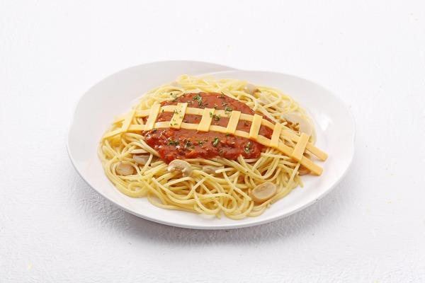 線路チーズのミートソース