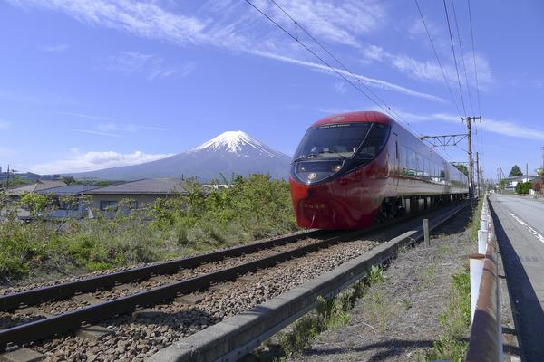 2904【プレス】富士山ビュー特急1周年(画像②)