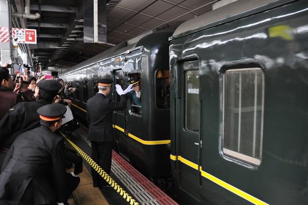 出発シーン3ーJR西日本提供