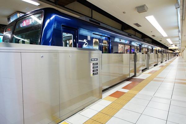 横浜駅ホームドア