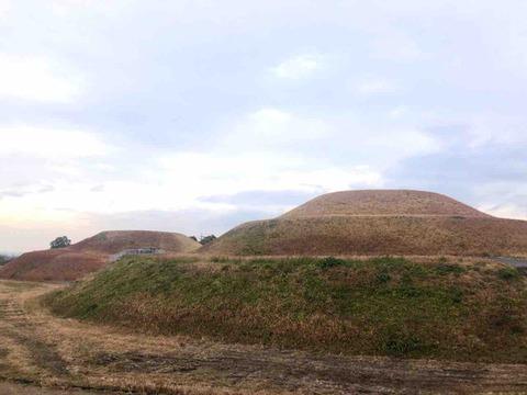 大阪府南河内郡河南町にある全国的にも珍しい双円墳『金山古墳』