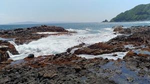 恵山までの道は小さな漁港が点在