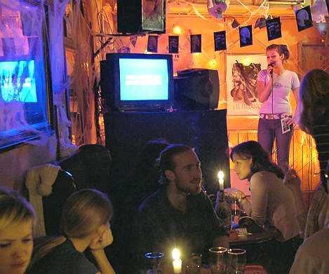 Karaoke_singer_Irish_pub
